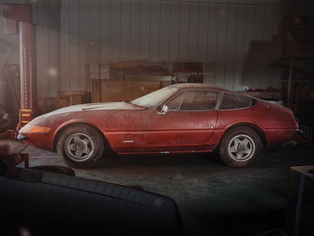 1969 Ferrari 365 GTB/4 Daytona Berlinetta. .. The car you're looking at sold for over $1,000,000. In the Barn Find condition.