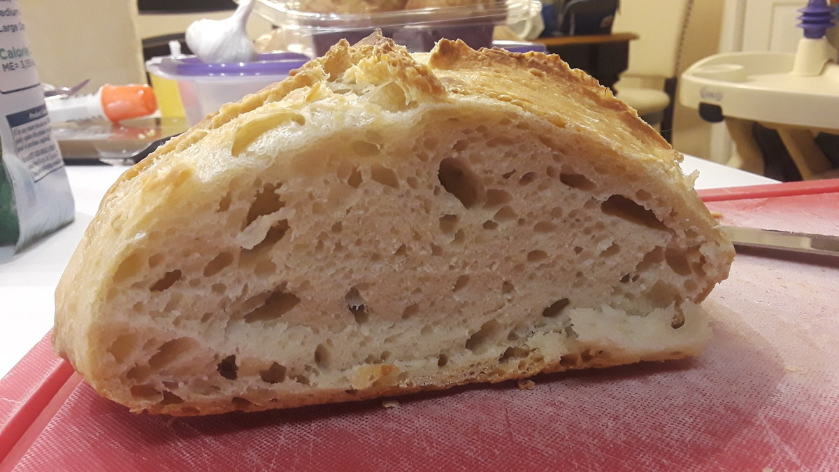 I DID IT. I've been trying on and off for like 6 months to make sourdough with an open crumb, I'm hyped af.. I wasn't expecting it to get this level of attention actually