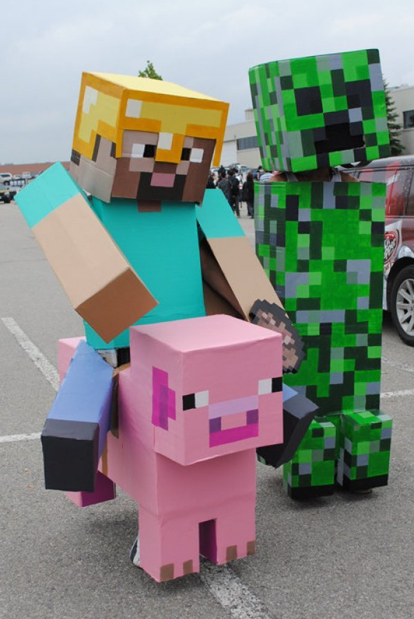 Minecraft Cosplay. Just when you thought it couldn't be more awesome. Deeds to Dorkly #edit: Thanks for frontpage .. These guys were at Anime North!