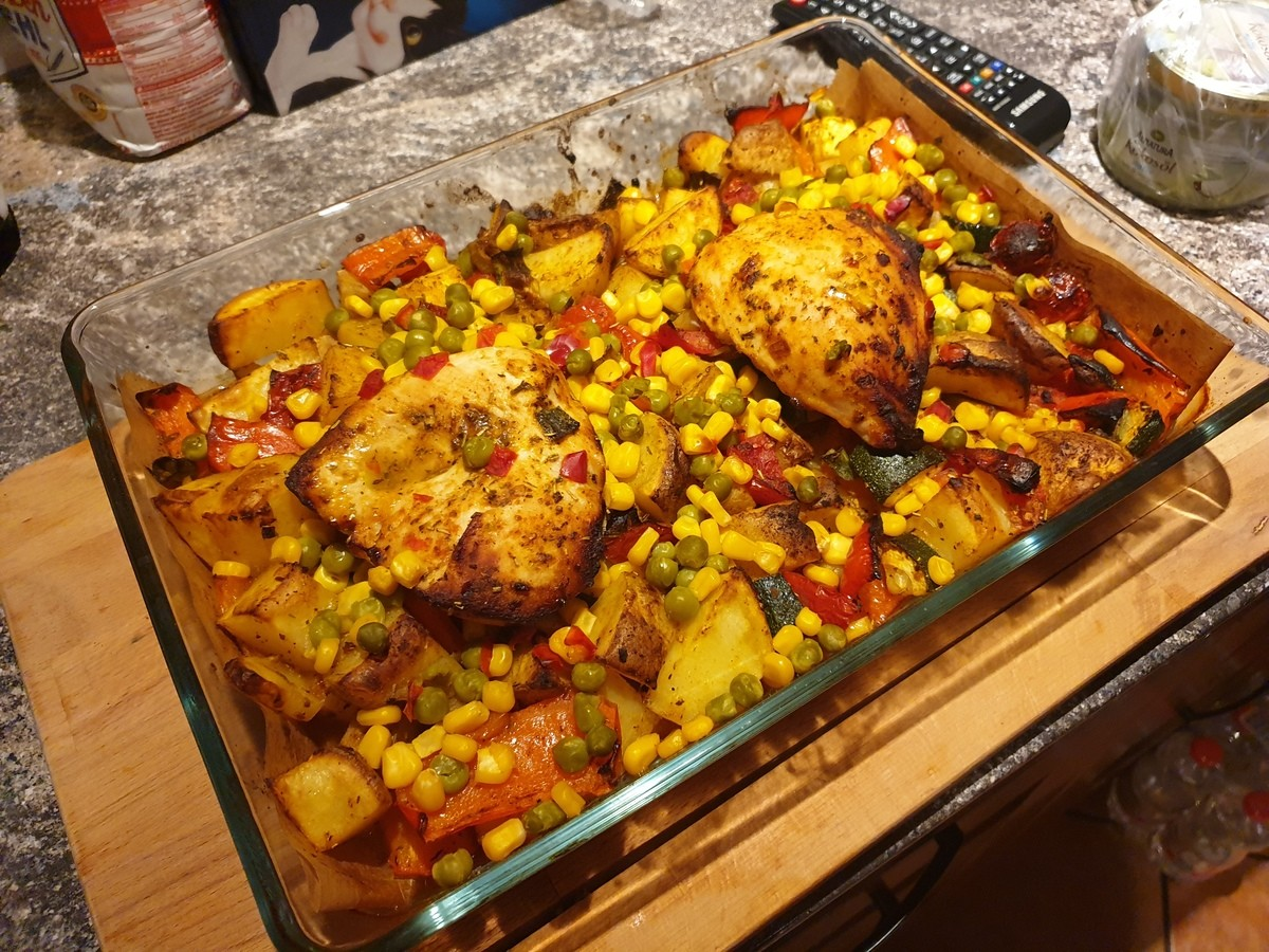 "Rate my dinner. 2 chicken breasts Tomatoes Zucchinis Potatoes (unpealed) Corn Peas Leek Paprika And a mix of spices with olive oil.. i wanna have sex with it there was this green tx where the guy the chiken breast and was like "" i accidently droped it on my dick and now my dick hurts &qu"