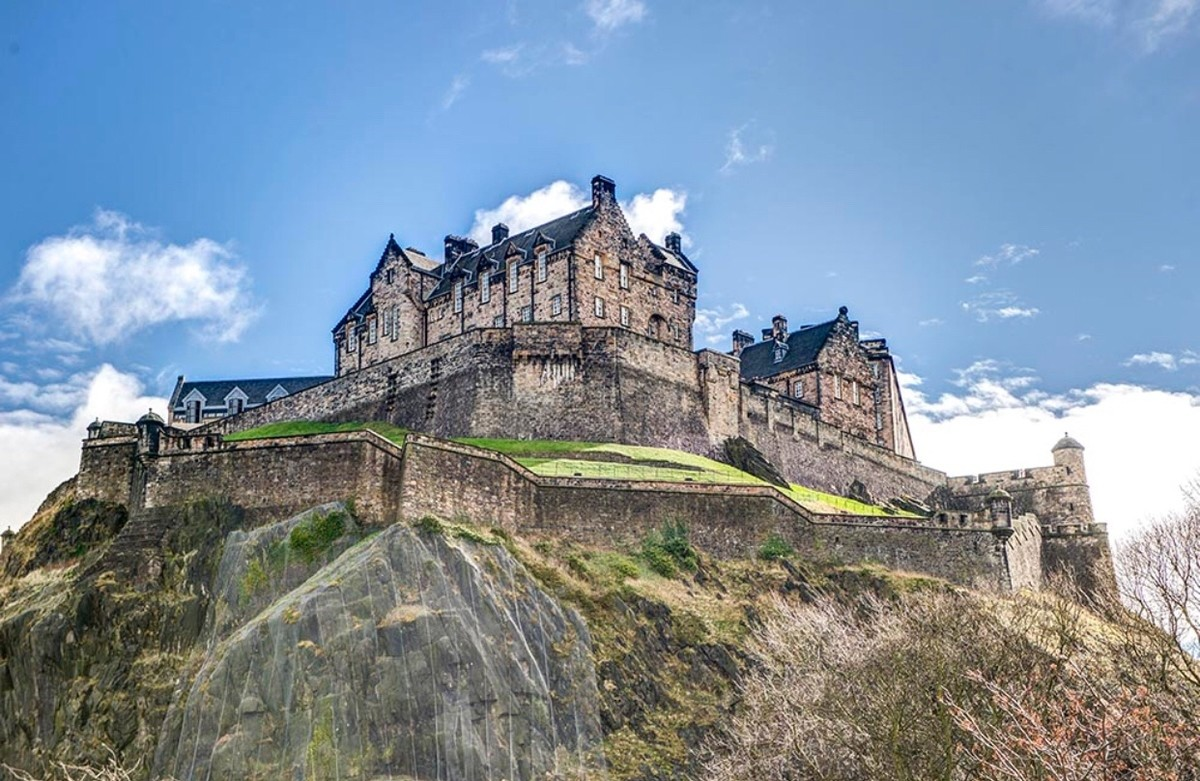 Scottish Castles. Edinburgh Castle Stirling Castle Ravenscraig Castle Dunollie Castle Dunnottar Castle Caerlaverock Castle Dirleton Castle Balmoral Castle Glami