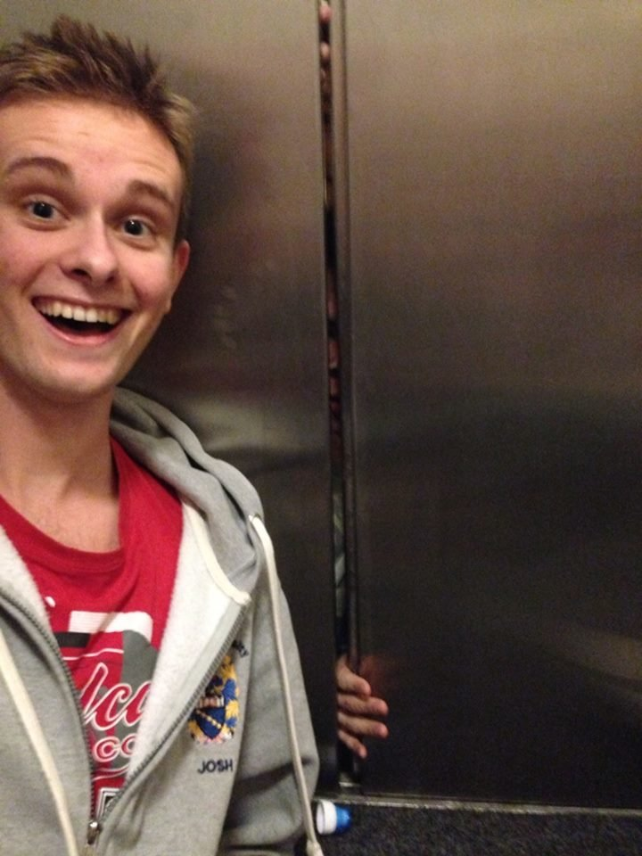 Selfie with people trapped in elevator. .. dont dead open inside