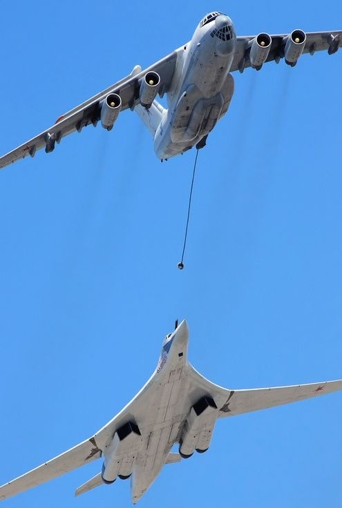 tu-160 refueling. .. Brother the gas