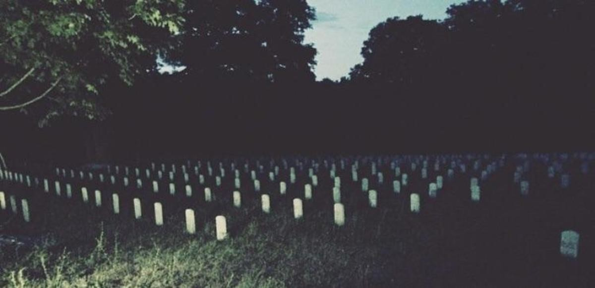 Unmarked graves.. join list: CreeHorrCur (183 subs)Mention History I just find this pic intriguing.. I swear to god if you just cursed me/got me haunted I'm going to your ass