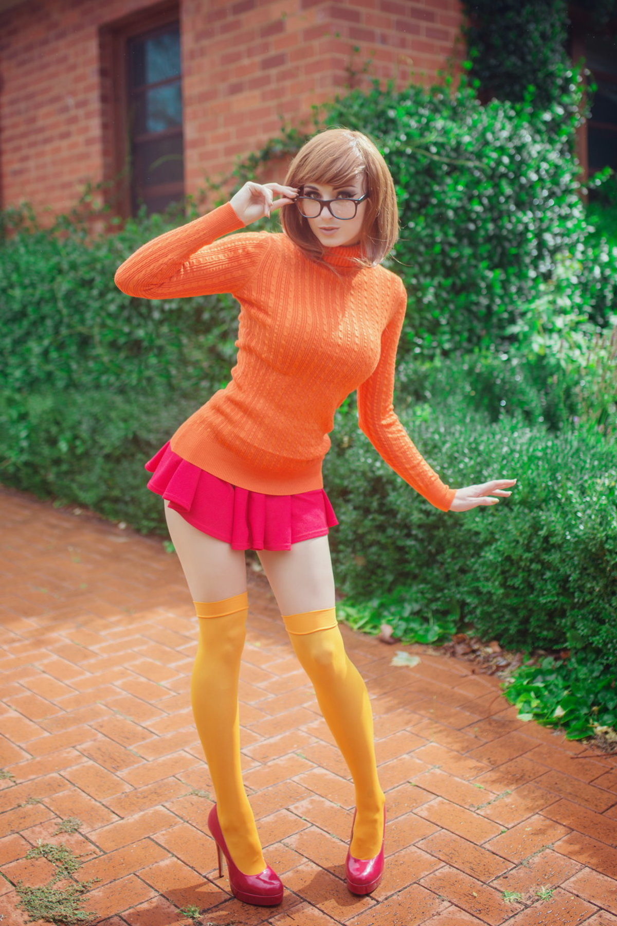 Velma from Scooby Doo Cosplay. .. I would hold her hand so fricking hard