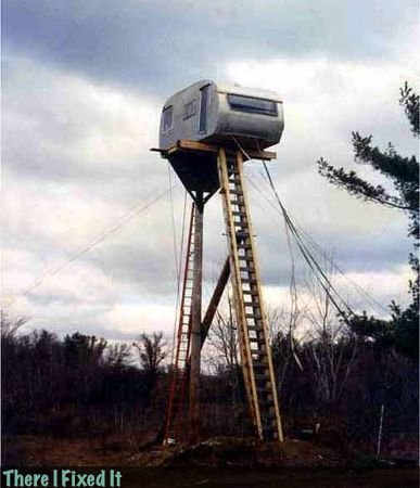Zombie Scouting Post.. .. its a redneck tree house
